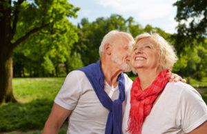 pensionati felici al parco