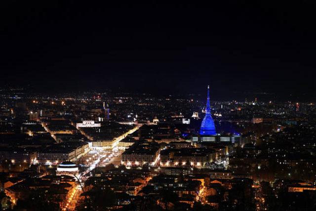 Iren incanta Torino di notte, le foto spettacolari della ...