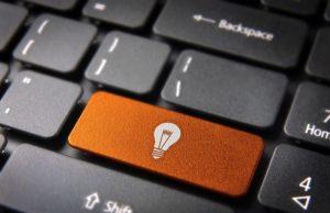 tastiera internet con simbolo luce casa online