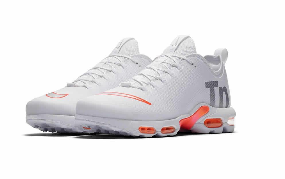 delle Nike Mercurial TN saranno disponibili dal 17 maggio in esclusiva  da Foot Locker in tutta Europa e sul sito nike.com. La colorazione in bianco  sarà