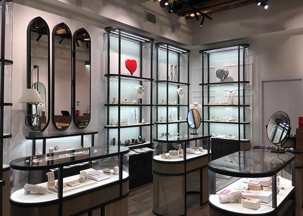 UNOde50 continua la sua espansione retail internazionale