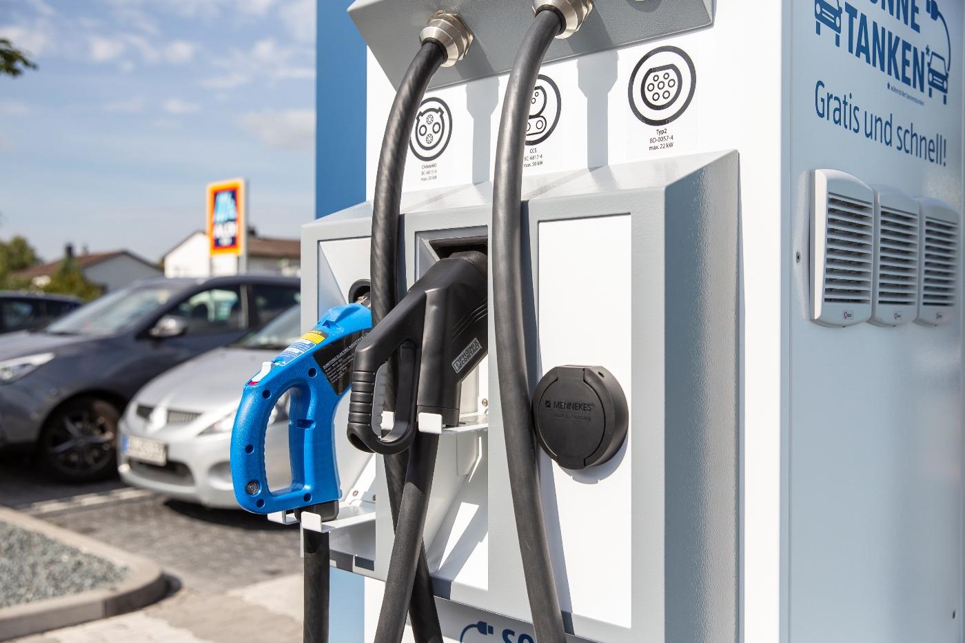 Kostenfrei Strom tanken an den Elektrotankstellen bei ALDI SÜD