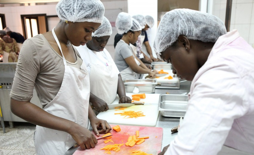 ©Sébastien Rieussec / Cours de cuisine dispensé par Thomas Brissiaud - Ecole hôtelière Chiaka Sidibé