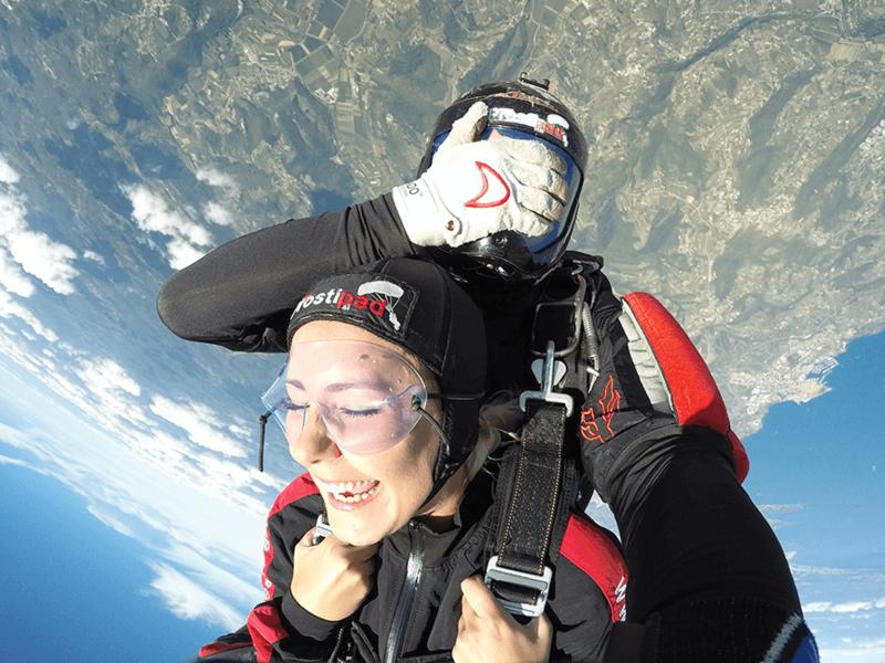 Skok s padalom v tandemu - nasmeh pove več kot 1000 besed
