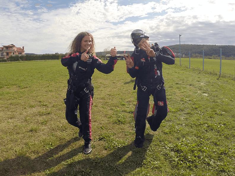 Pot proti letalu, na prvi tandemski skok s padalom
