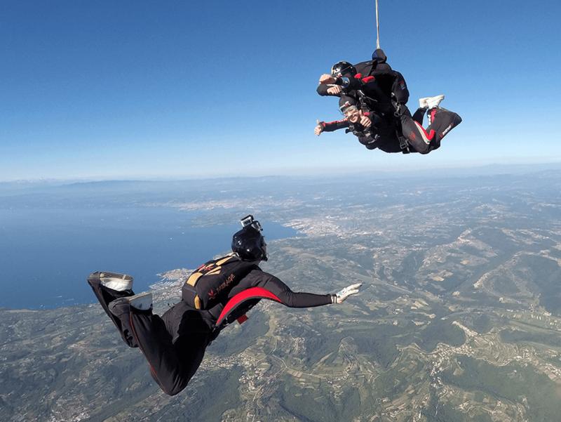Čudovit razgled ob skoku s padalom v tandemu