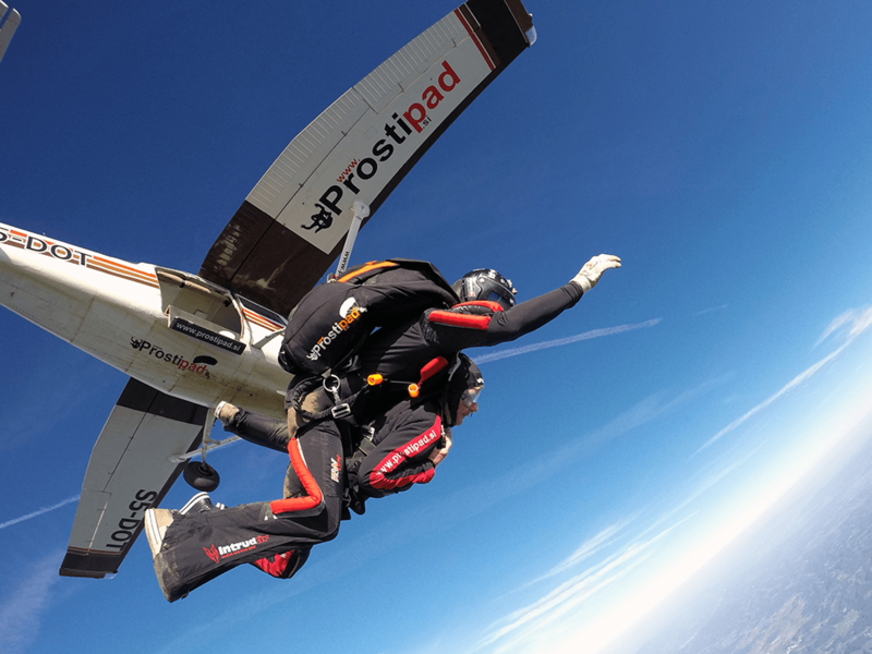 Odskok z letala - tandemski skok s padalom