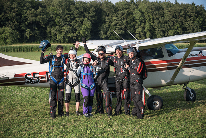 Ekipa pred vkrcavanjem - na skok s padalom