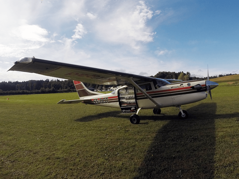 Letalo za izvajanje skokov s padalom