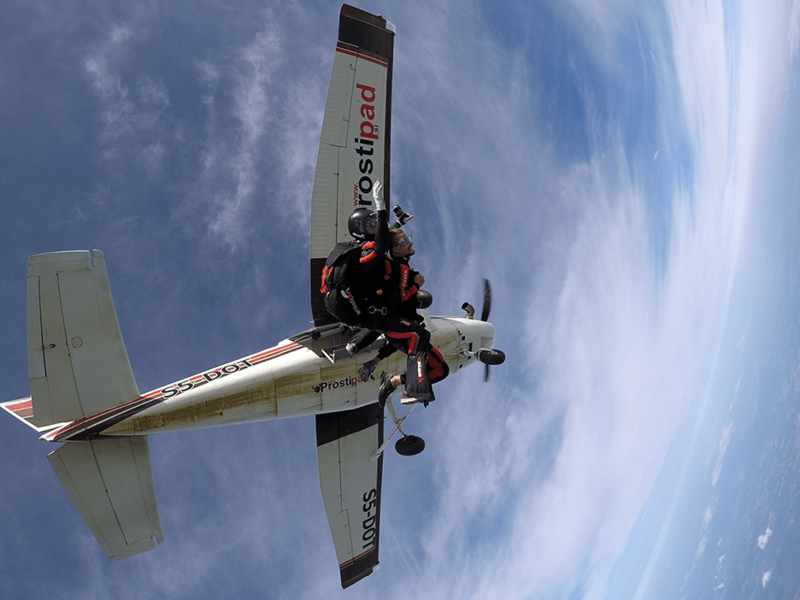 Skok s padalom - odskok z letala