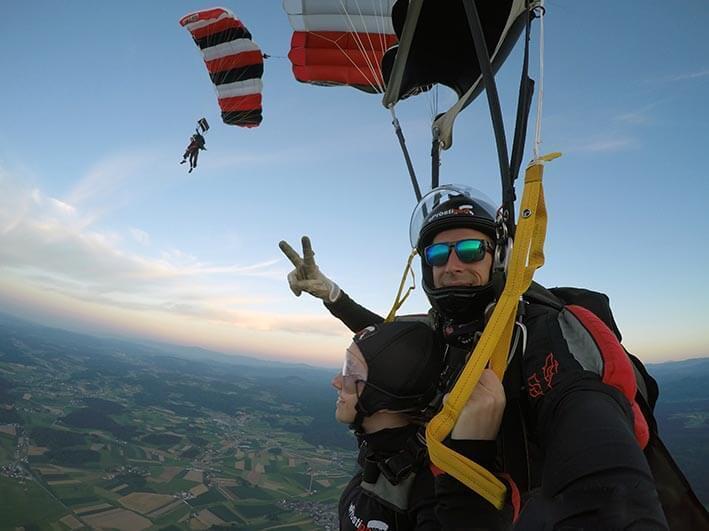 Skok s padalom v tandemu z najbolj izkušenimi tandem piloti v Sloveniji
