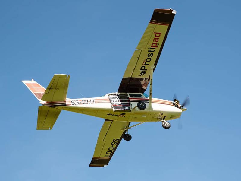 Letalo Cessna 206 PT6 turbine za prevoz padalcev na višino 4000m in višje