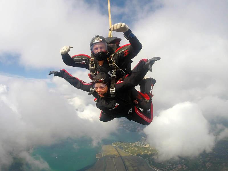Tandemski skok - občutek hitrosti padanja med oblaki