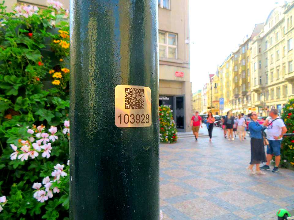 QR Code on a lamppost near Old Town Square in Prague