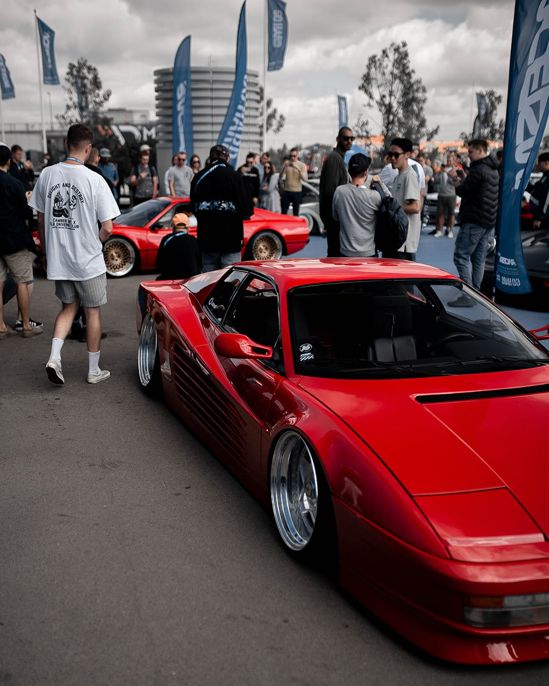 Photo back of Ferrari