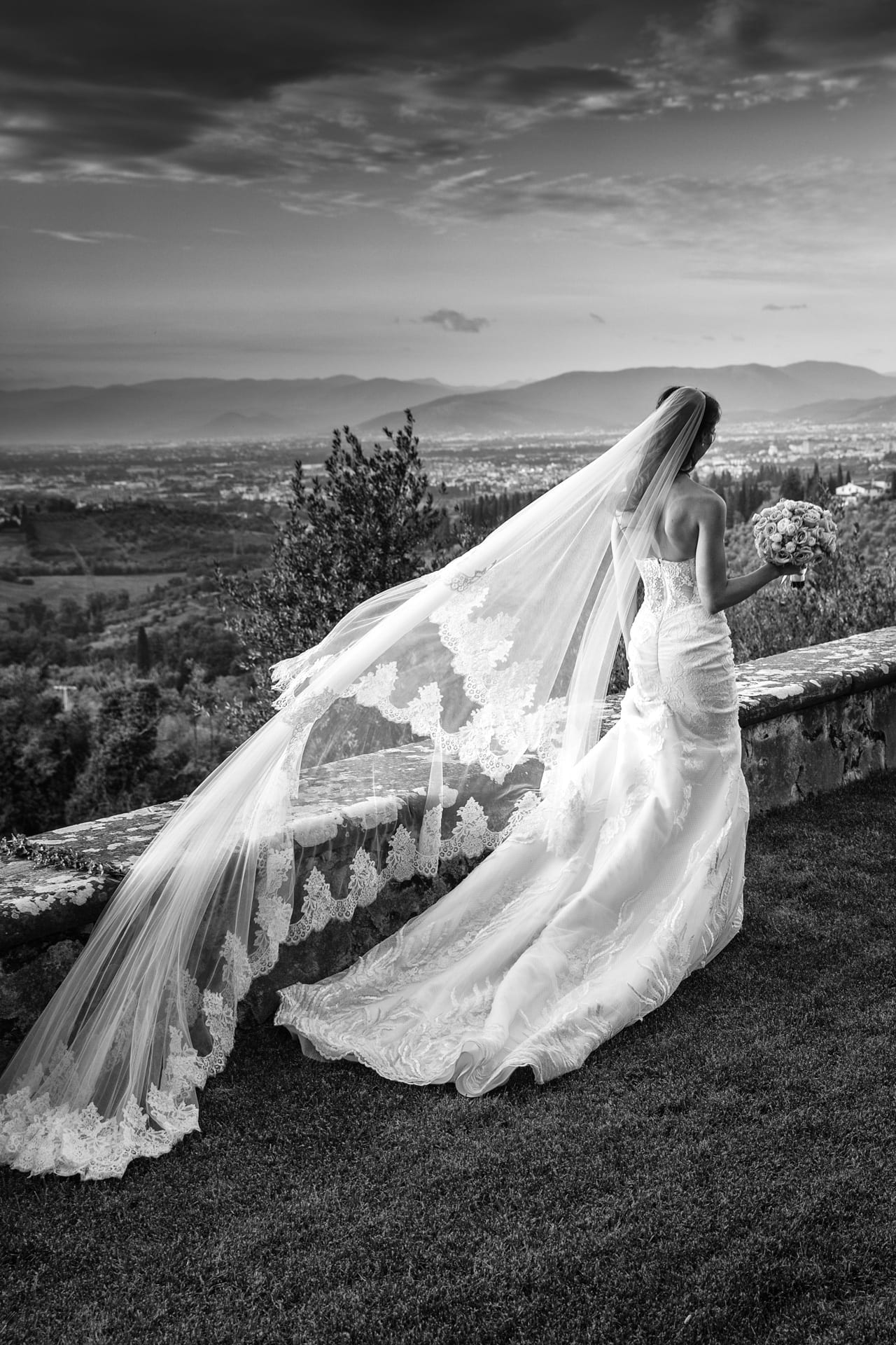 https://s3-eu-central-1.amazonaws.com/righiphotography-com/wp-content/uploads/2020/02/02183139/Wedding-Photo-No-Pose-Studio-Fotografico-Righi-RIGHI-84.jpg