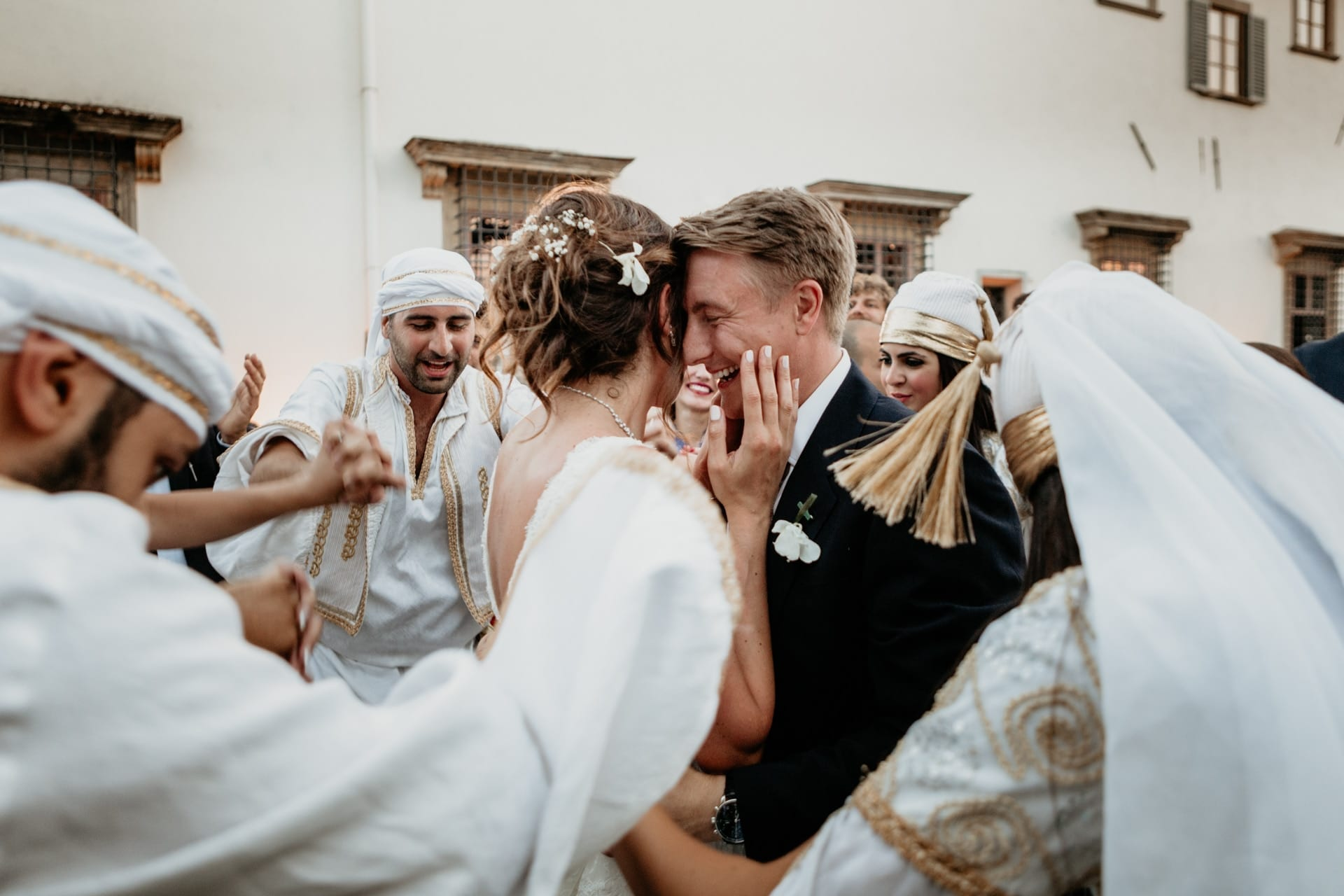 https://s3-eu-central-1.amazonaws.com/righiphotography-com/wp-content/uploads/2020/02/02183144/Wedding-Photo-No-Pose-Studio-Fotografico-Righi-RIGHI-71.jpg