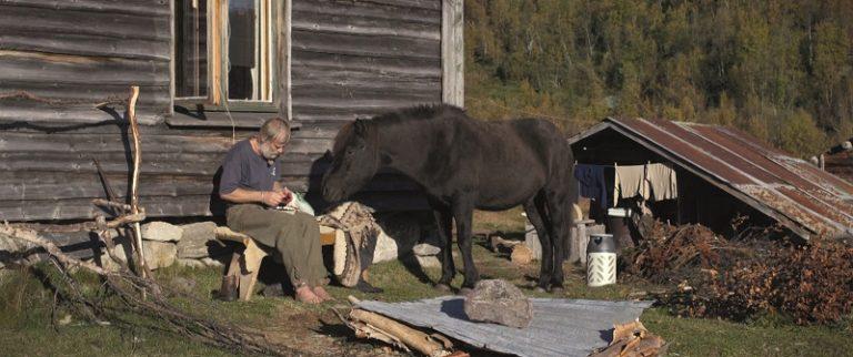 In Drømmeland blijkt hoe sterk de roep is van je smartphone in de wildernis