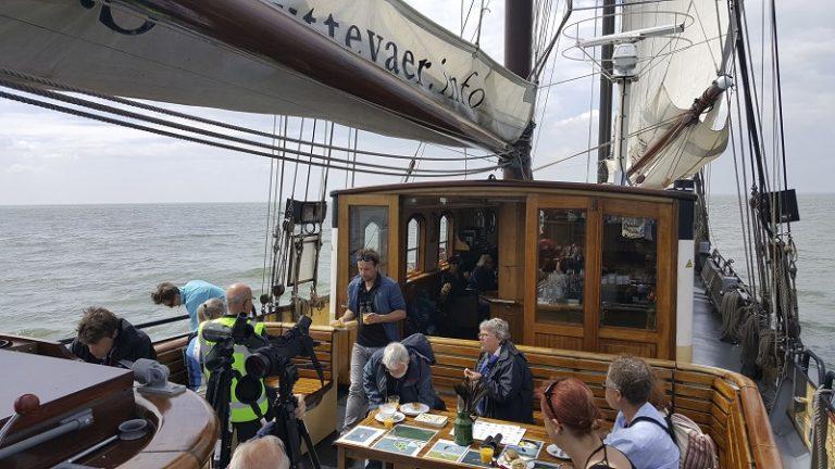In de vaart: veerboot naar de Marker Wadden