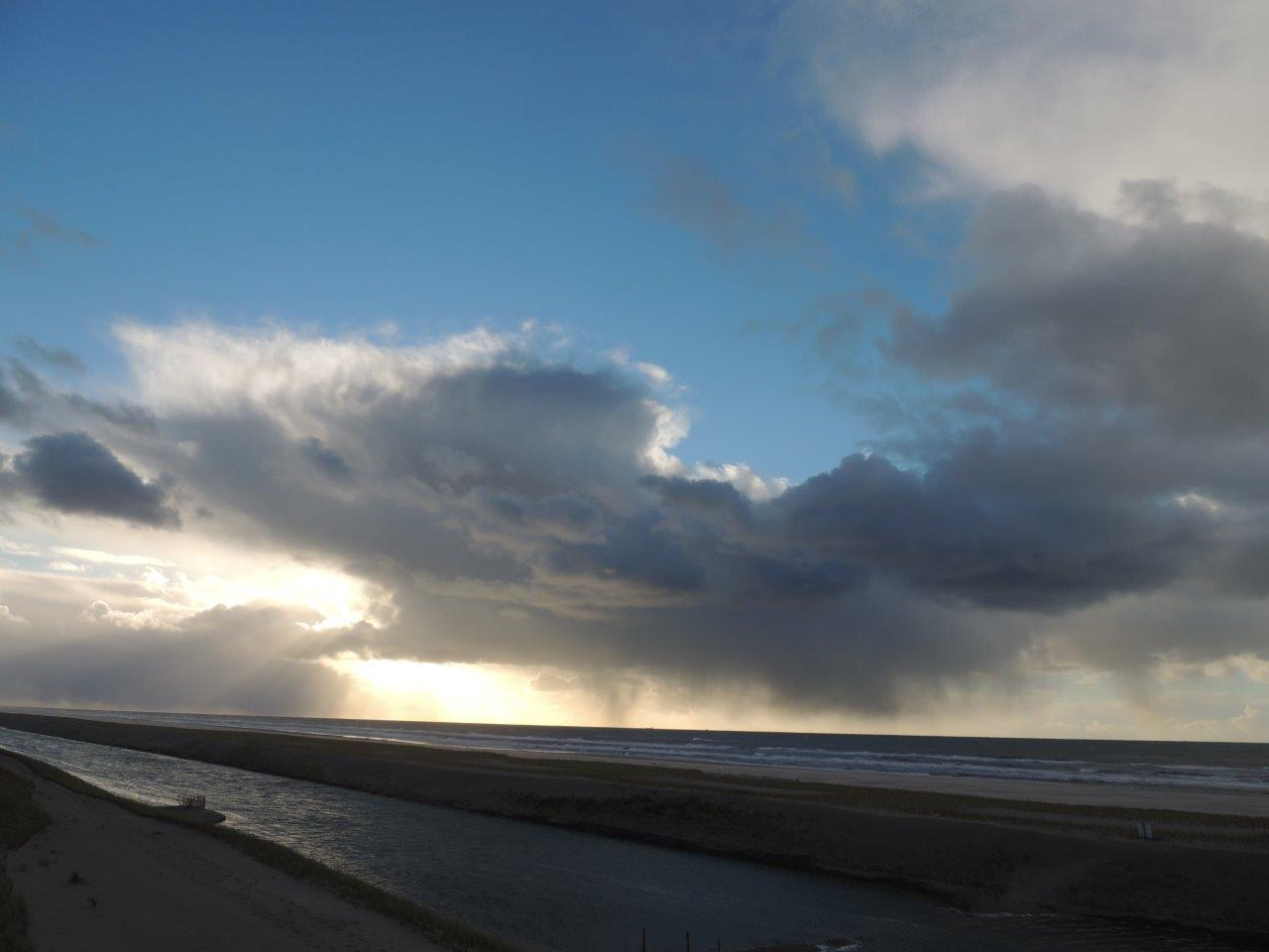 Het brede strand en de lagune Paul Bohre