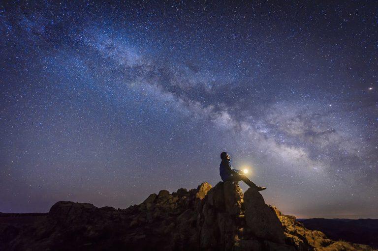 Waarom zien we de Melkweg als een strook sterren aan de hemel?