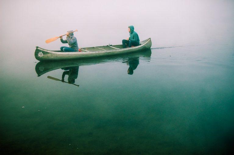 Per kano langs b&b's in nationaal park Weerribben-Wieden