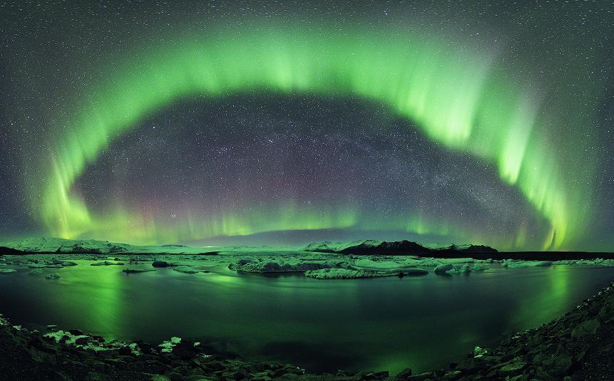 Aurore boréale observée le 10 mars 2011. Lac Jokulsarlon, Islande. Northern lights above Jökulsarlon icelake. March 10 2011, Iceland.