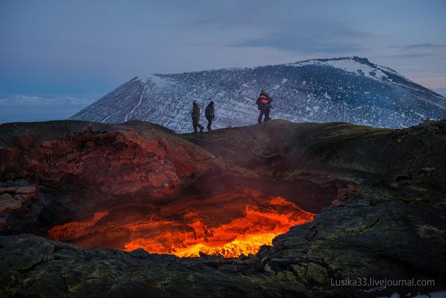 Vulkaanuitbarsting van zeer dichtbij gefotografeerd