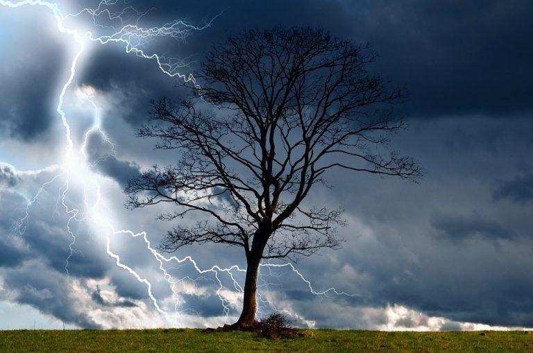 Wat te doen bij onweer tijdens een wandeling?