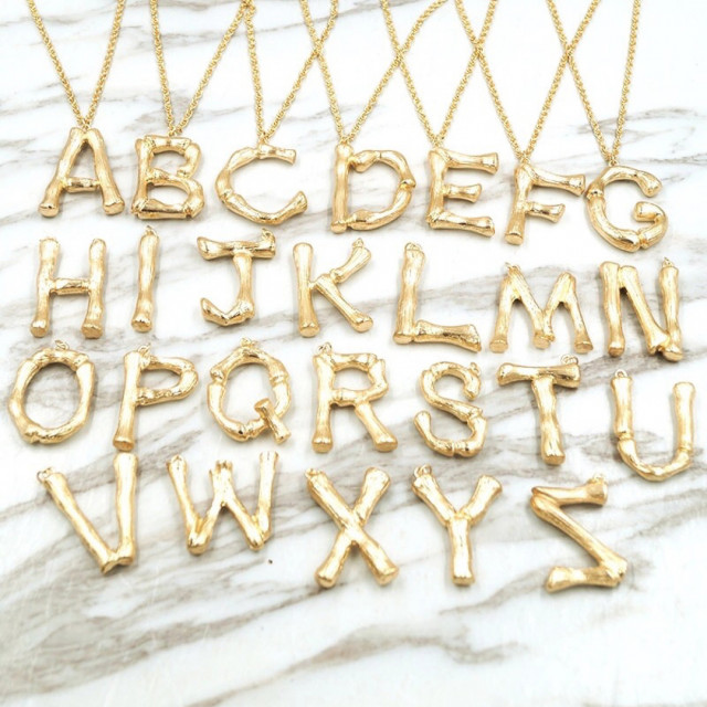 3bb7da1403348 سلسال حروف كبيرة ذهبي - عقد ابراج