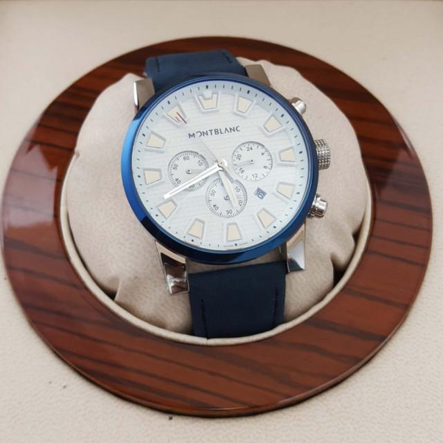 c8b570c19 ساعة مونت بلانك باللون الازرق والابيض - نيوستايل