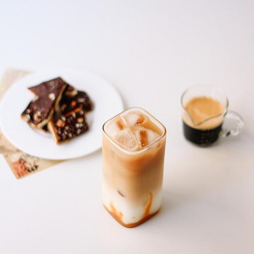 كأس  بكتابات مقاس كبير لتقديم مشروبات القهوة والمشروبات الطازجة والغاز