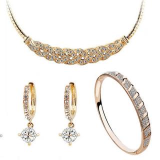 ed8af8d6d4f4b طقم مجوهرات ذهبي يحتوي على سوار بتصميم منسوج