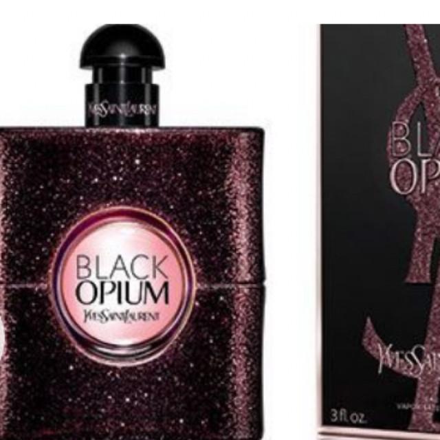 8d52e6560 Yves Saint Laurent Y Eau de Parfum packshot. مون ...
