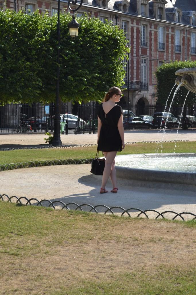 Outfit: Place des Vosges, Paris - DSC 0035 e1439732098148 683x1024