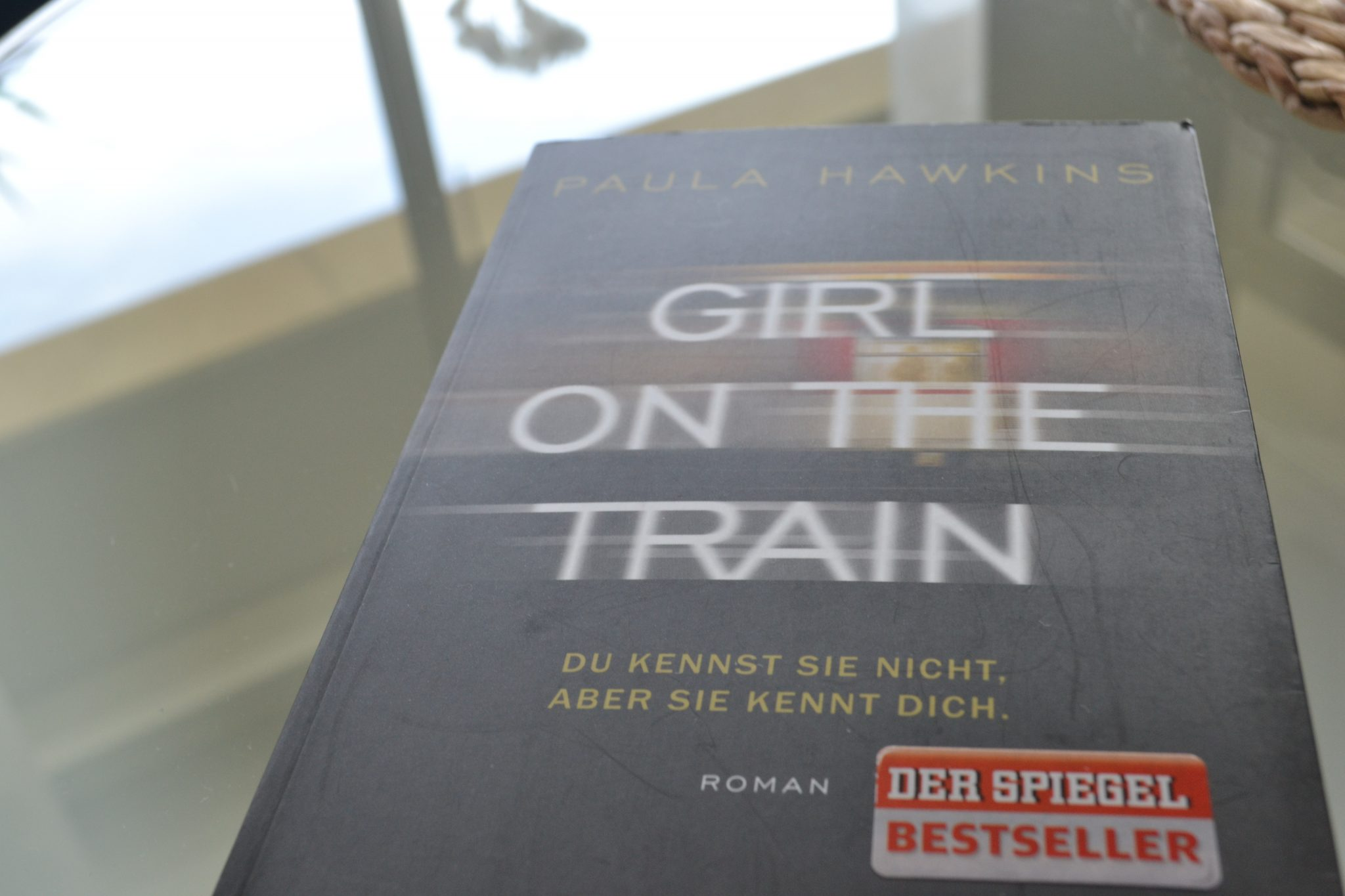 Books: Girl on the Train | Paula Hawkins - DSC 0309