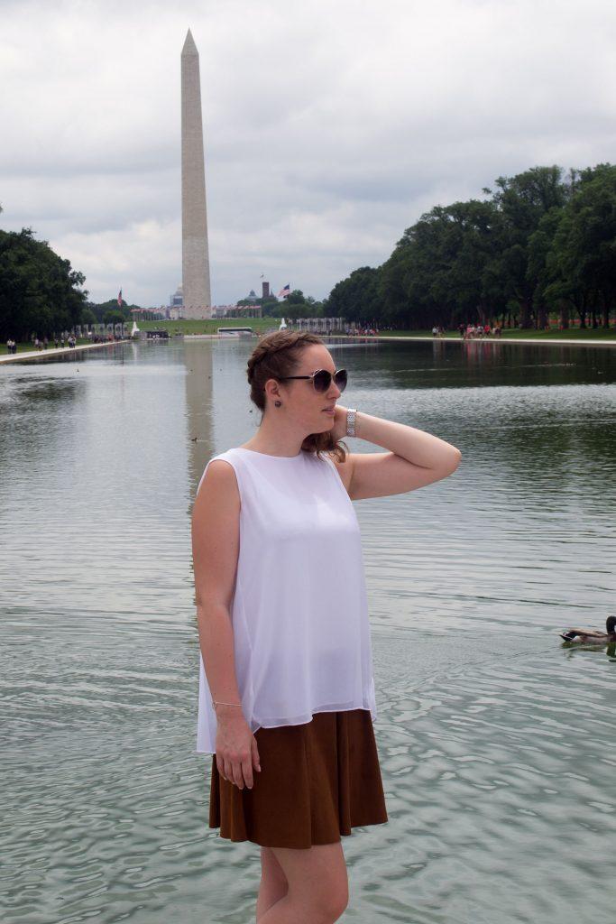 Outfit: White Plissé Blouse // Faux Suede Leather Skirt   Washington - DSC 0442 683x1024