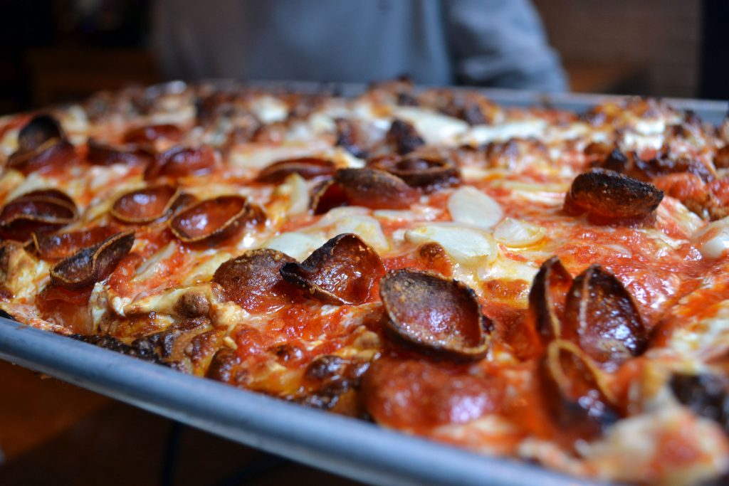 New York Food Guide: Mijn Favoriete Restaurants in NYC - Adriennes Pizza 1 1024x683
