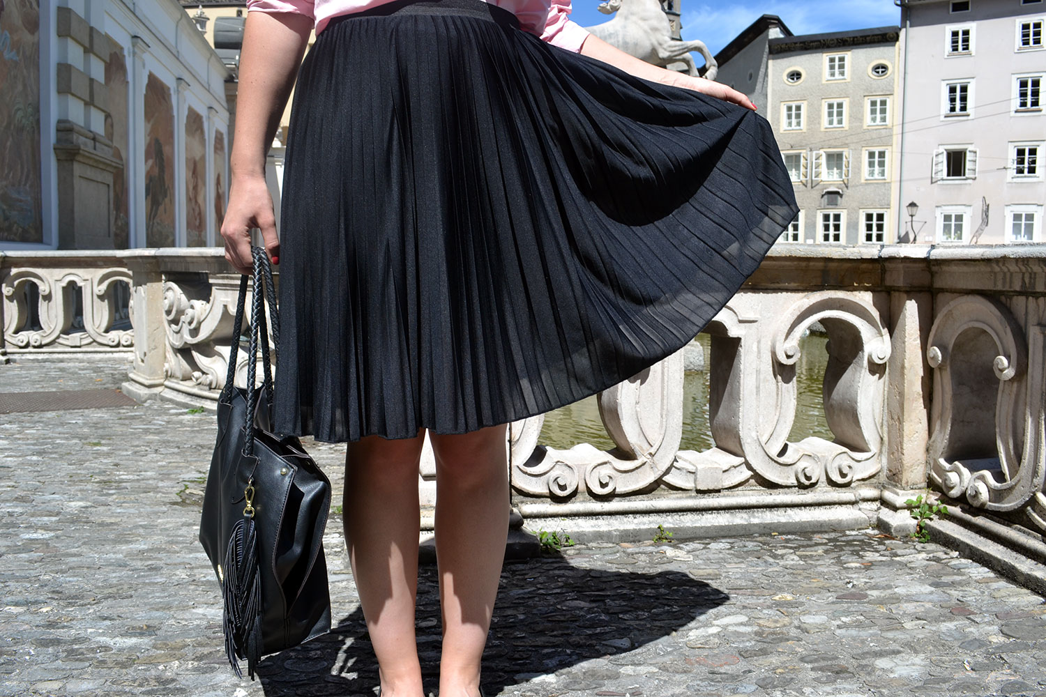 Outfit: Plissé & Pink Off Shoulder Blouse // Salzburg - pliss%C3%A9 skirt 2