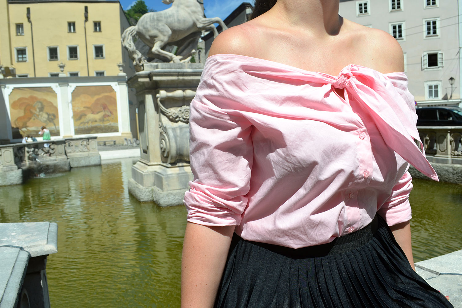 Outfit: Plissé & Pink Off Shoulder Blouse // Salzburg - plisse skirt 3