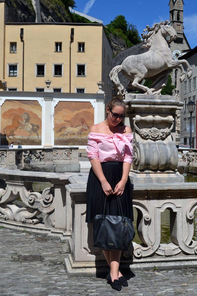 Outfit: Plissé & Pink Off Shoulder Blouse // Salzburg - plisse skirt 4 683x1024