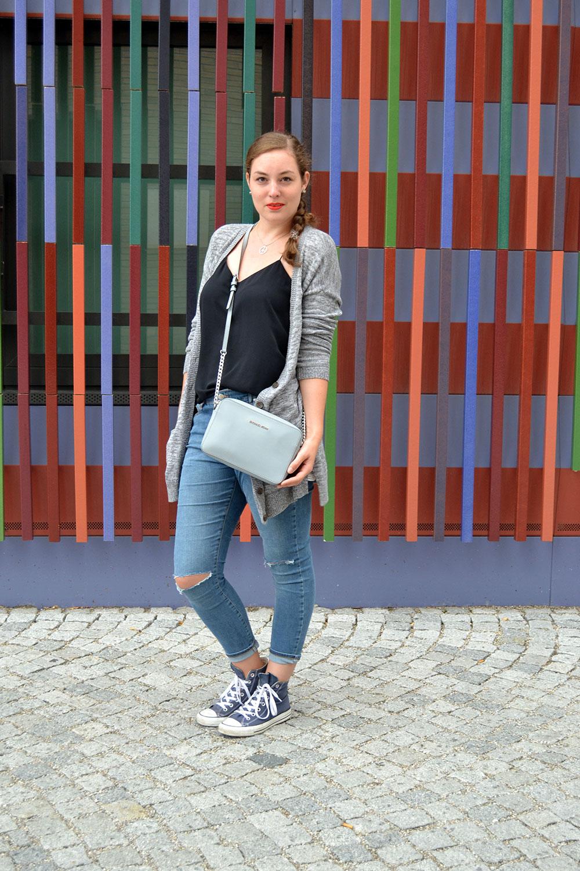 Outfit Ripped Jeans u0026 Cardigan // Munich - Schokokamel