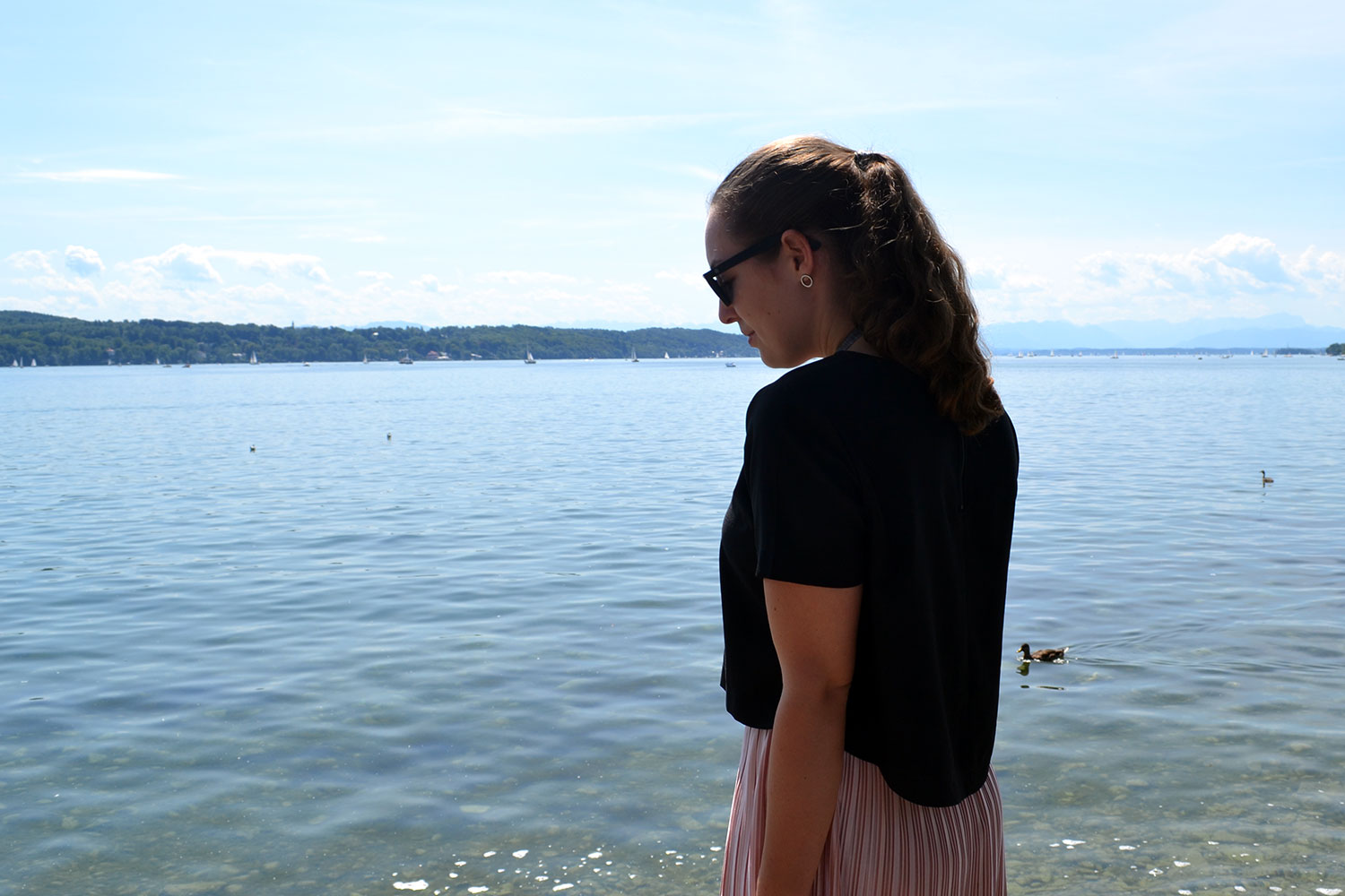 Outfit: Rose Plissé Skirt & Bow Slippers // Lake Starnberg - slippers 4
