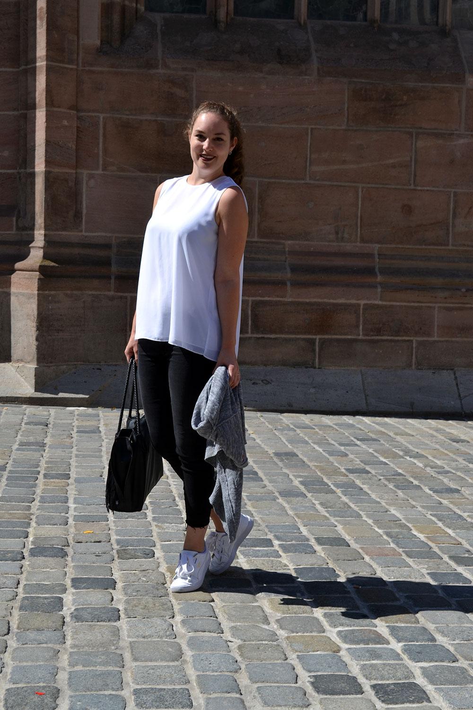 Outfit: Black Jeans & White Plissé Blouse | Nuremberg - Plisseblouse 6