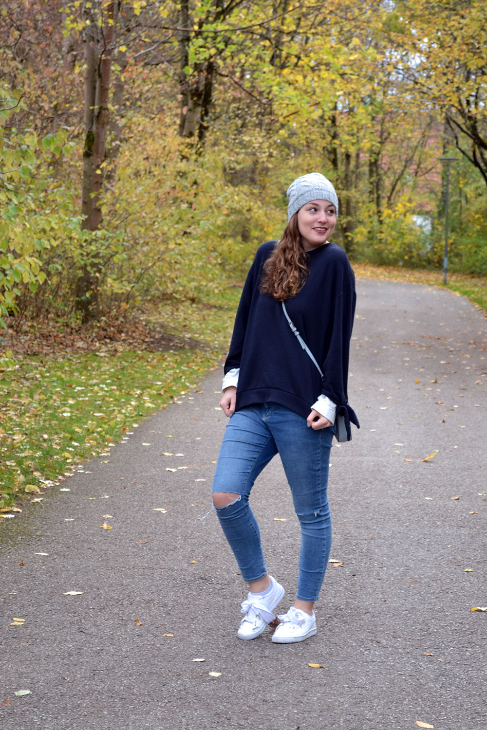 Outfit: Blue Sweater // Ripped Jeans | Munich - blue sweater 4