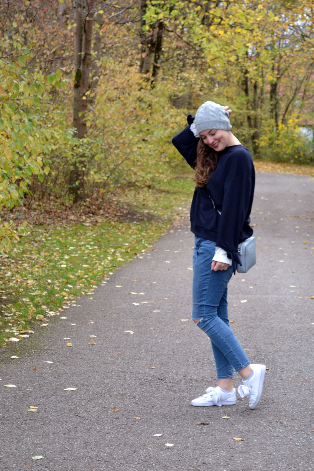 Outfit: Blue Sweater // Ripped Jeans | Munich - blue sweater 6