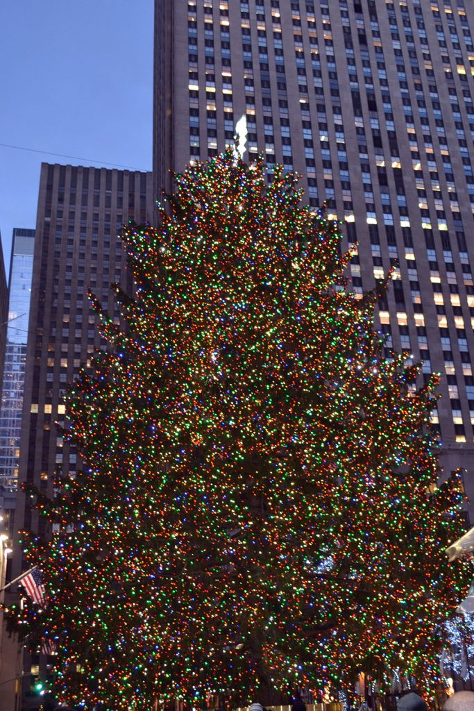 Travel Tip: Christmas in New York - Rockefeller tree 683x1024