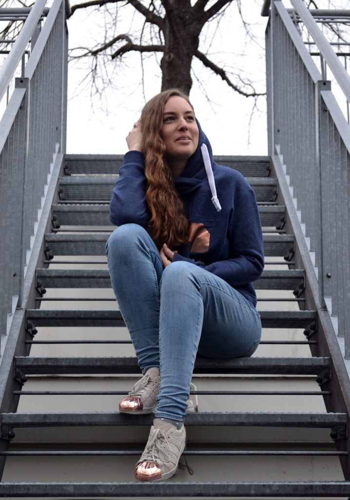 Outfit: Hoodie & Rose Gold | Munich - HappinessBoutique 5 718x1024