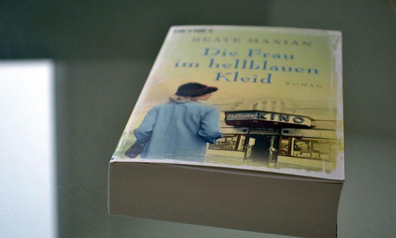 Books: Die Frau im hellblauen Kleid | Beate Maxian - Die Frau im hellblauen Kleid 800x480