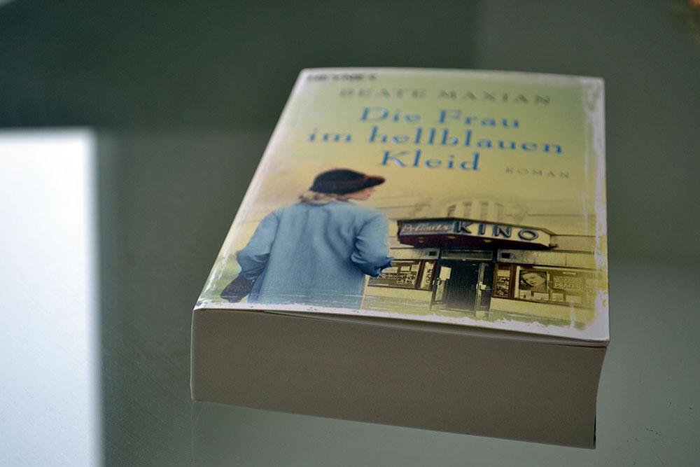 Books: Die Frau im hellblauen Kleid   Beate Maxian - Die Frau im hellblauen Kleid